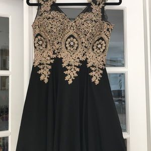 Dresses & Skirts - Size 4 black and gold cocktail dress